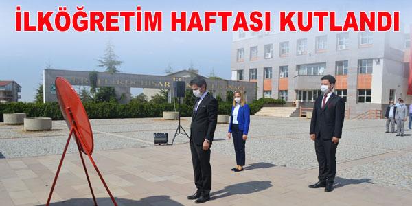 Atatürk büstüne çelenk konuldu