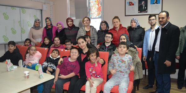 Aysun Pekmezci Engelli öğrencileri ziyaret etti